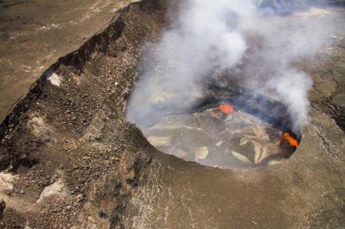 ハワイ島火山・溶岩リポート・ハレマウマウ火口・ハワイ島・マイカイオハナツアー