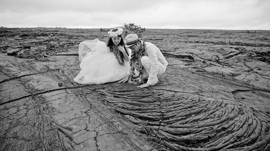 YOSHチャーター(ハワイ島のベストスポットでハネムーンカップルのウェディング姿を撮影!)8