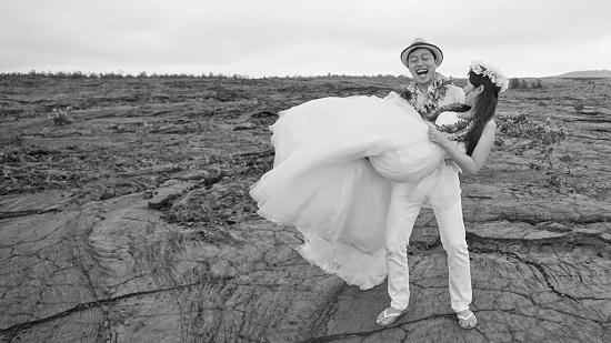 YOSHチャーター(ハワイ島のベストスポットでハネムーンカップルのウェディング姿を撮影!)9