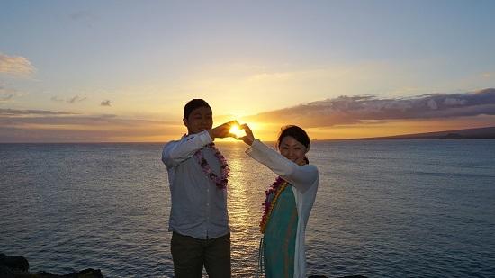 YOSHチャーター(ハワイ島のベストスポットでハネムーンカップルのウェディング姿を撮影!)10