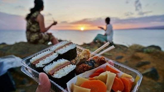 YOSHチャーター(ハワイ島のベストスポットでハネムーンカップルのウェディング姿を撮影!)11