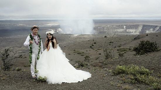YOSHチャーター(ハワイ島のベストスポットでハネムーンカップルのウェディング姿を撮影!)7