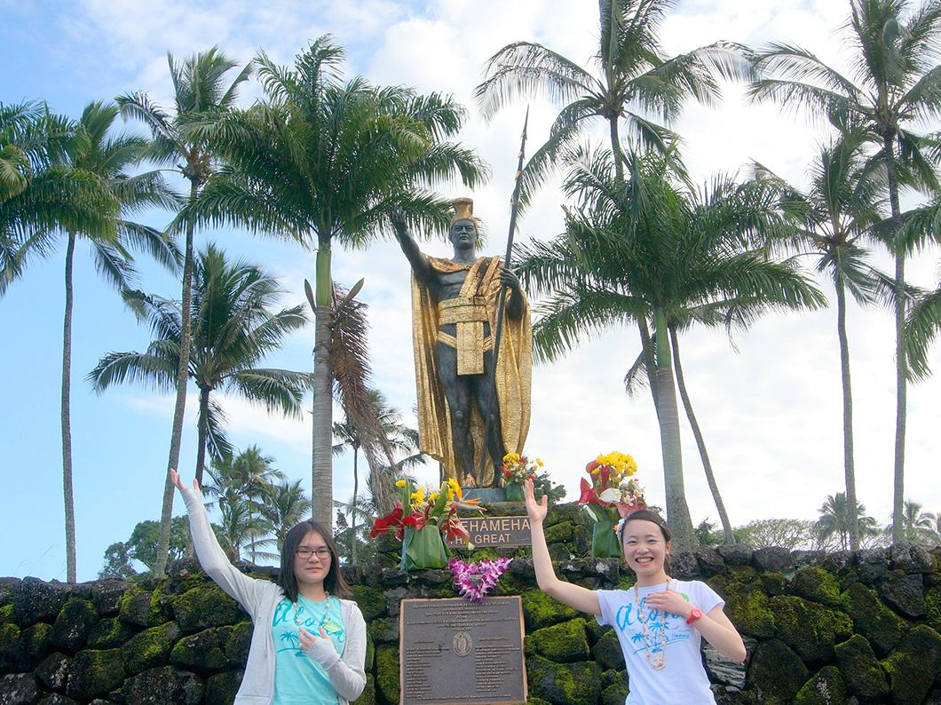 ヒロのシンボル、ハワイ王国を建国した黄金のカメハメハ大王にご挨拶!